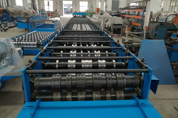 comflor-deck-roll-forming-machine-13.jpg