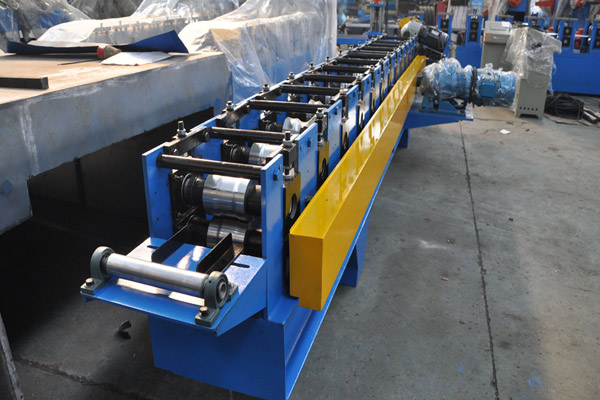roller-shutter-door-roll-forming-machine-8.jpg